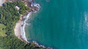 praia do ribeiro bombinhas